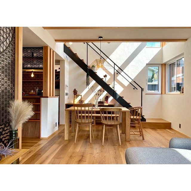 【 CASAコーディネート例 】 和秋建設さんの物件にて、家具や雑貨などのインテリアコーディネートをさせていただきました。地元建築家と建てる注文住宅「自然と上手に暮らす家」完成見学会